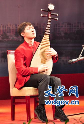 青年琵琶演奏家江洋倾情演奏《十面埋伏》.
