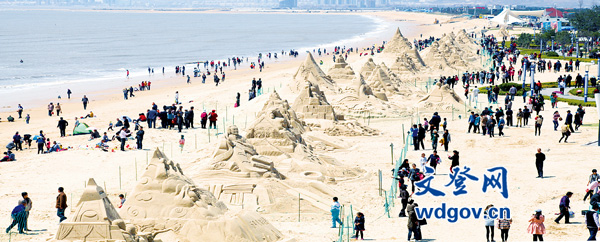 """来自加拿大的大卫先生表示,""""南海的沙雕作品给人以高雅的艺术享受"""